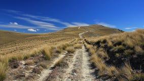 Spur, die über einem Gebirgsrücken in Otago führt Stockfotografie