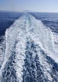 Spur hinter dem Boot Stockfotos