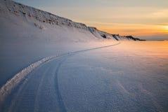 Spur im Schnee lizenzfreies stockbild