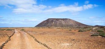 Spur und Vulkan auf Los Lobos in den Kanarischen Inseln Stockfotografie