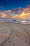 Spuren auf dem Strand lizenzfreie stockfotografie