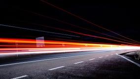 Spuren des roten Lichtes Lizenzfreie Stockfotos