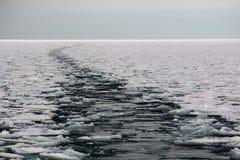 Spuren im eisigen Meer Stockfotografie