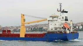 Spurhaltung der Frachtschiffe stock footage