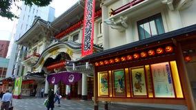 Spurhaltung des Schusses Kabukiza-Theaters in Tokyo Japan stock footage