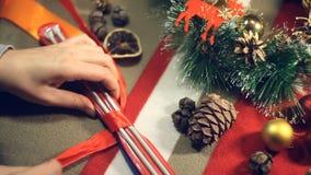 Spuszczać ze smyczy łęk lub prezent zdjęcie wideo
