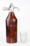 Spuszcza i szkło woda Zdjęcia Stock