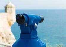 Spyglass для осматривая привлекательностей туристов замок santa Барвары стоковое изображение rf