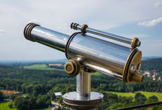 Spyglass on the viewing platform against sky Royalty Free Stock Photos