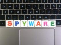 Spyware de la palabra en fondo del teclado imagen de archivo