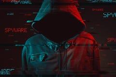 Spyware pojęcie z beztwarzową kapturzastą męską osobą fotografia stock