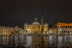 Sqare του ST Peter στη βροχερή νύχτα στοκ εικόνα με δικαίωμα ελεύθερης χρήσης