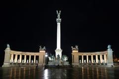 Sqare di eroi alla notte Fotografia Stock Libera da Diritti