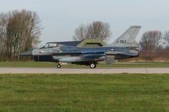 323 sqn RNLAF F-16离开在弗里斯兰省人的下垂 免版税库存照片