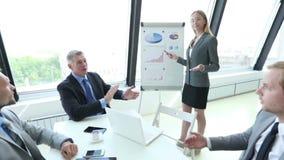 Squadra di affari alla presentazione archivi video