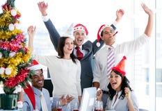 Squadra di affari che celebra natale Immagine Stock Libera da Diritti