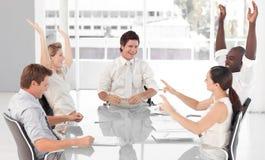 Squadra di affari che celebra successo Immagine Stock