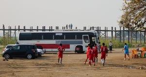 Squadra di football americano pronta per la partita a Mandalay, Myanmar fotografia stock libera da diritti