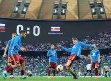 Squadra di football americano russa che si scalda prima della partita contro Costa Rica Immagini Stock