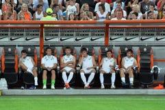 Squadra di football americano Shakhtar dei giocatori alesato sul banco Fotografie Stock Libere da Diritti