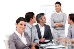 Squadra sorridente di affari durante la presentazione Immagini Stock