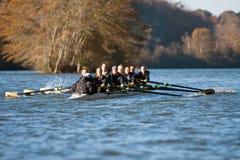 Squadra Team Rows Along Atlanta River dell'istituto universitario delle donne Fotografia Stock Libera da Diritti