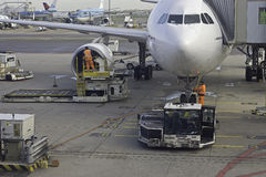Squadra a terra all'aeroplano Fotografia Stock