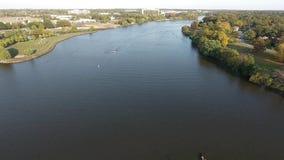 Squadre di rematura sul bottaio River New Jersey video d archivio