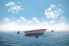 Squali che circondano piccola barca nell'oceano Fotografia Stock Libera da Diritti