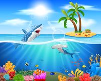 Squalo del fumetto che salta nell'oceano blu Immagine Stock