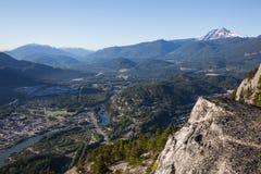 Squamish осмотрело от вершины горы стоковая фотография