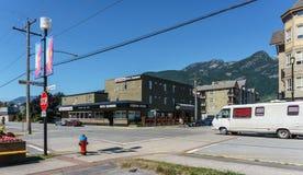Squamish Kanada - Juli 22, 2018: Andra aveny i det Squamish British Columbia hotellet Squamish arkivfoto