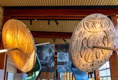 Squamish Lil'wat presenteras den kulturella mitten som en autentisk infödd erfarenhet royaltyfria foton