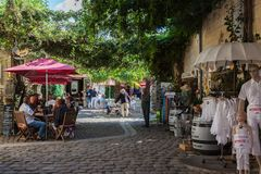 Square with cafes and shops in Saint Emilion Royalty Free Stock Images