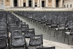 Square with chairs for parishioners in front St. Peter's Basilic Royalty Free Stock Images