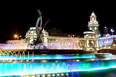 Square of  Europe, Animated fountain and Kiyevskaya railway station  lit at night, Moscow, Russia Royalty Free Stock Photos