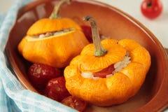 Squash som bakas med rice och tomater Fotografering för Bildbyråer