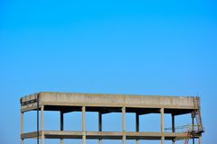 Squelette d'un bâtiment, usine abandonnée Images libres de droits