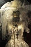 Squelette dans la robe de mariage images libres de droits