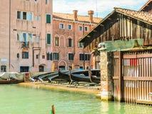 Squero di San Trovaso - oficina das gôndola Veneza, Italy fotografia de stock