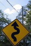 squiggly Straßenschild lizenzfreie stockbilder