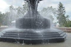 Squirt, πηγή νερού παφλασμών Μέρος της πηγής πόλεων στοκ φωτογραφίες με δικαίωμα ελεύθερης χρήσης