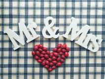 Sr. & Sra. vermelhos do coração fotografia de stock royalty free