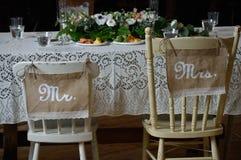 Sr. Una vez el hogar de Sr Sillas de la boda Imagenes de archivo