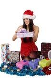 Sra. bonita e 'sexy' Santa com presentes ao redor Foto de Stock