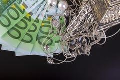 Srebna biżuteria i euro Fotografia Royalty Free