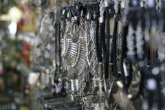 Srebna biżuteria w sklepie Fotografia Stock