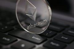 Srebna ethereum moneta kłama na laptopie fotografia stock