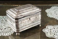 Srebna szkatuła, biżuterii, błyskotki pudełko/ Fotografia Royalty Free