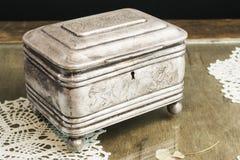 Srebna szkatuła, biżuterii, błyskotki pudełko/ Obrazy Stock